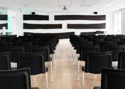 Har du set det flotte lokale 4 med bjælkerne på væggen?