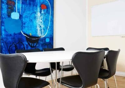 Det Blå Rum - grupperummet med flotte Jan Wessel maleri!