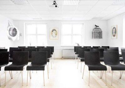 Hos MBK tilbyder vi kursuslokaler, mødelokaler og konferencelokaler fra 2 til 138 personer...