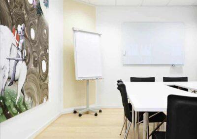 I alle lokalerne hos MBK findes der flipover, whiteboard, projektor og alle øvrige fornødenheder...