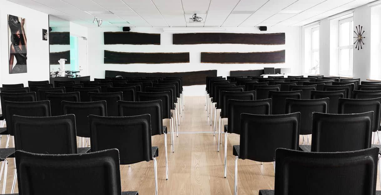 Lokale 4 og 5 danner de perfekte rammer til en konference, foredrag eller et dagsmøde...